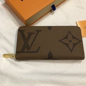 Brand New Louis Vuitton Zippy Wallet!!